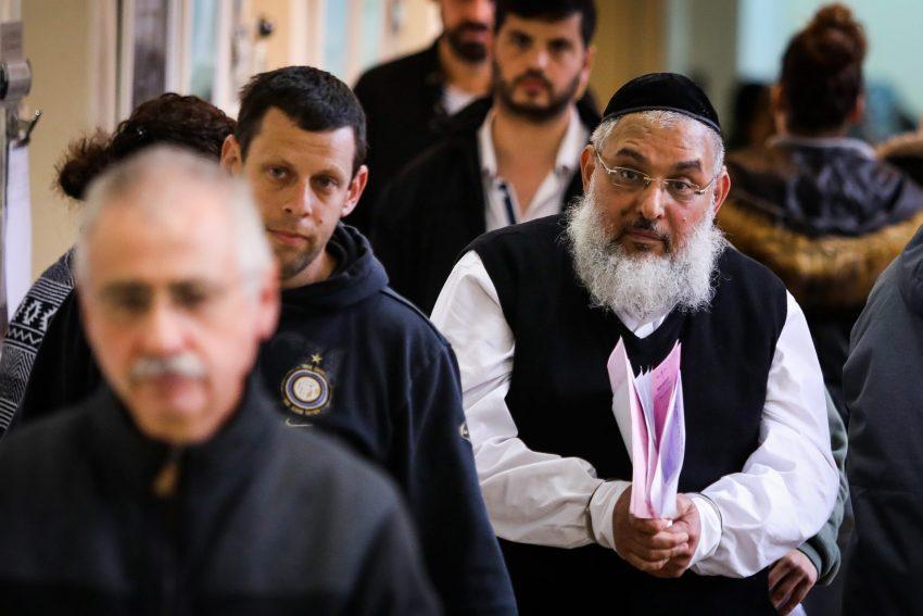 """אהרון רמתי, בבית משפט השלום בירושלים, חשוד בניהול כת (צילום: """"הארץ"""")"""