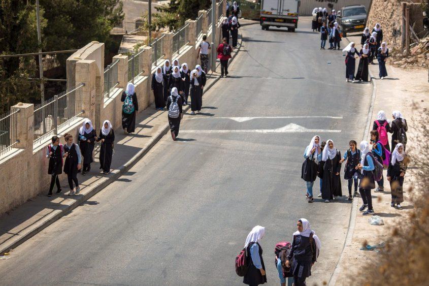 תלמידות בצור באהר (צילום: אמיל סלמן)