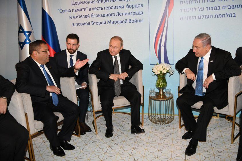 """ראש הממשלה בנימין נתניהו, נשיא רוסיה ולדימיר פוטין, ראש העיר משה ליאון (צילום: לע""""מ)"""