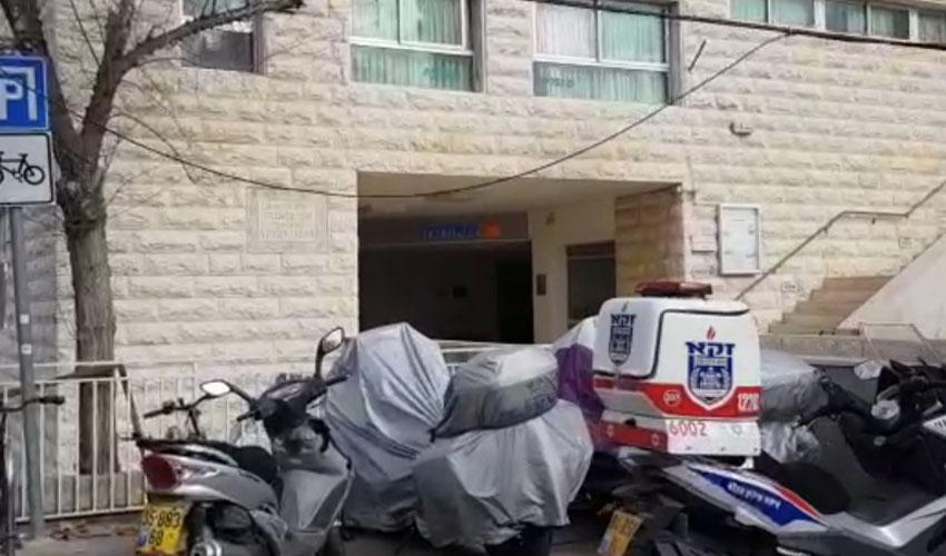"""סמוך לביתה של הקשישה שגופתה נמצאה במצב ריקבון קשה (צילום: דוברות זק""""א)"""