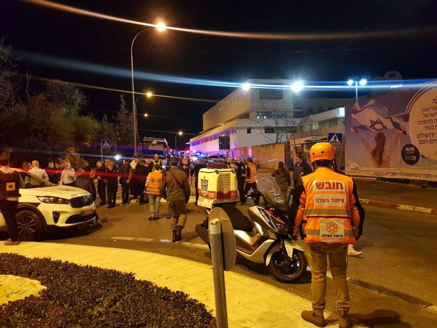 זירת הפיגוע ברחוב דוד רמז סמוך למתחם התחנה בירושלים (צילום: דוברות איחוד הצלה)