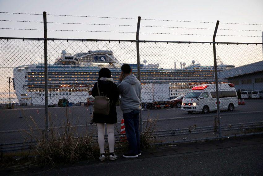 """הספינה """"דיימונד פרינסס"""" בנמל יוקוהמה (צילום: רויטרס ISSEI KATO)"""