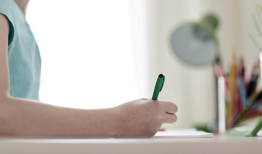 תלמיד, ילד בבית, ילד כותב (צילום אילוסטרציה: א.ס.א.פ קריאייטיב/INGIMAGE)