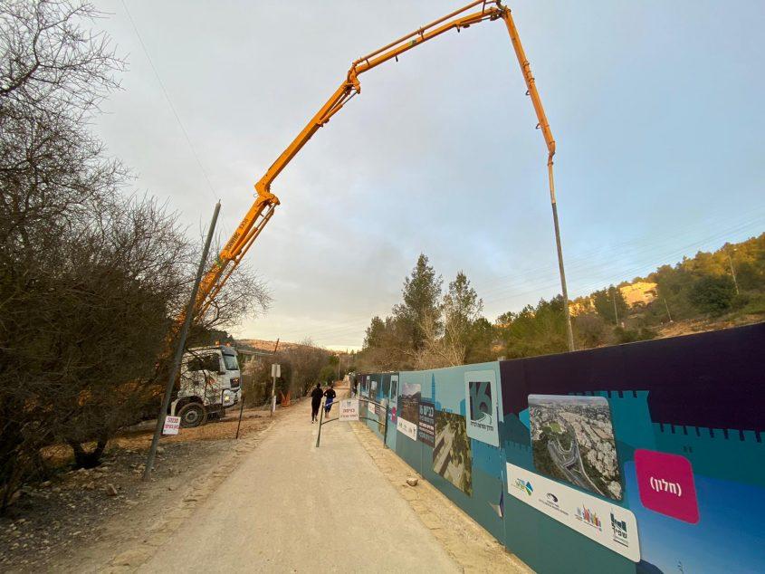סכר בית זית - העבודות לסלילת כביש 16 (צילום: לילך שי)