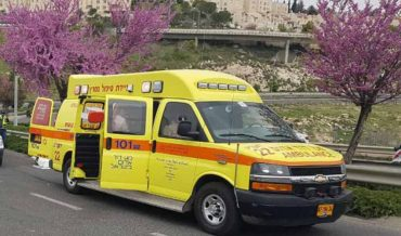 """אמבולנס מד""""א בשדרות משה דיין, פסגת זאב (צילום: תיעוד מבצעי מד""""א)"""
