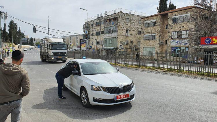 ניידת משטרה מפטרלת בבר אילן (צילום: א. כהן)