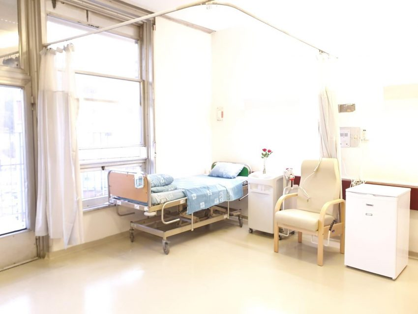 חדר בידוד לחולה קורונה בהדסה עין כרם (צילום: דוברות הדסה)