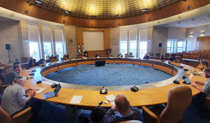 ישיבה לסיוע למען אוכלוסיות מוחלשות (צילום: דוברות העירייה)