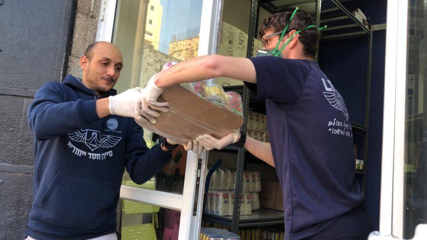 חלוקת סלי מזון (צילום: עיריית ירושלים)