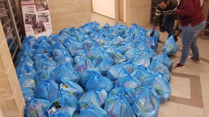 משבר הקורונה - חלק מסלי המזון שחולקו השבוע בירושלים (צילום: עיריית ירושלים)