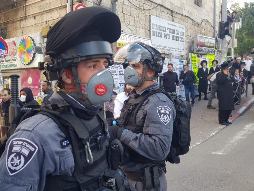 התפרעויות החרדים במאה שערים - בעקבות סגירת חנויות במתחם על רקע סכנת התפשטות הקורונה (צילום: דוברות המשטרה)