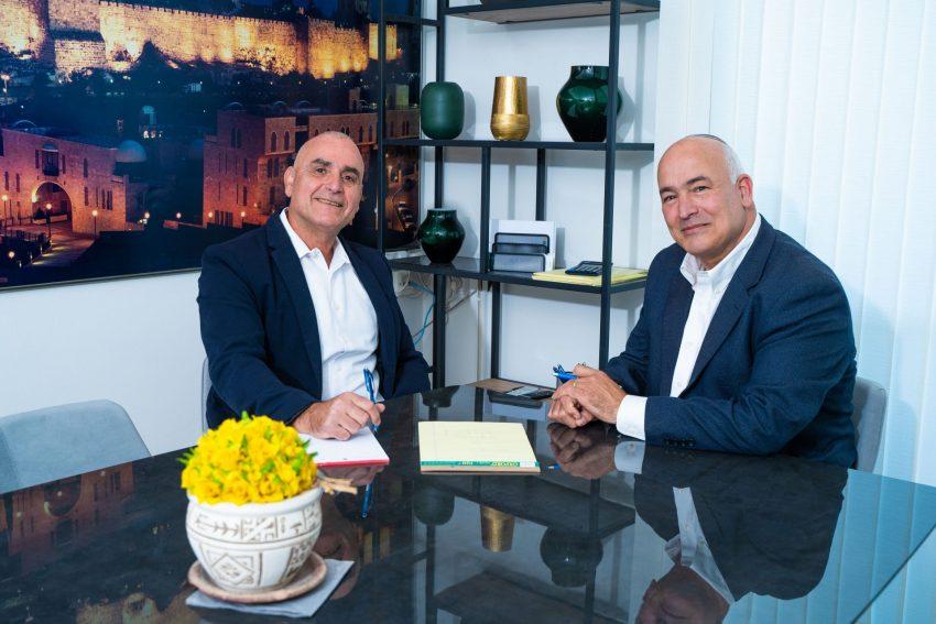 """רו""""ח דוד אלפסי ואלחנן נעם פיתוח עסקי (צילום: ליאור דסקל)"""