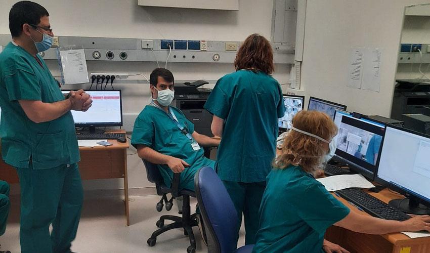 חדר הבקרה במחלקה הרביעית החדשה לחולי קורונה בהדסה (צילום: דוברות הדסה)