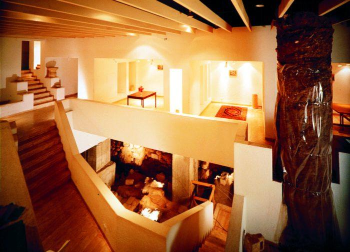 """אולם המוצגים התת קרקעי בבית זיבנברג (צילום: ד""""ר אדם אקרמן)"""