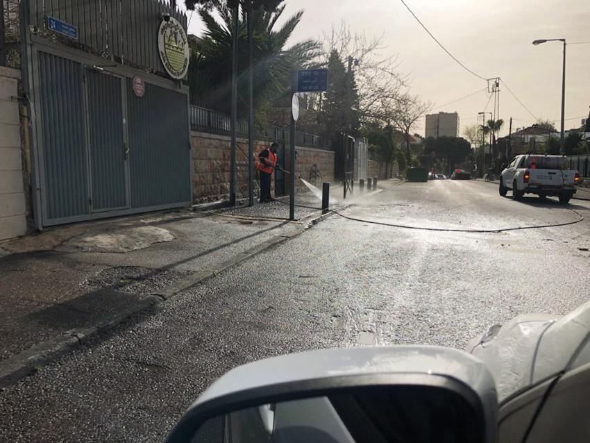 עובדי אגף התברואה בעירייה מנקים את הרחובות (צילום: דוברות העירייה)