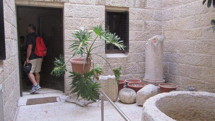 """הכניסה לבית זיבנברג ברובע היהודי (צילום: ד""""ר אדם אקרמן)"""