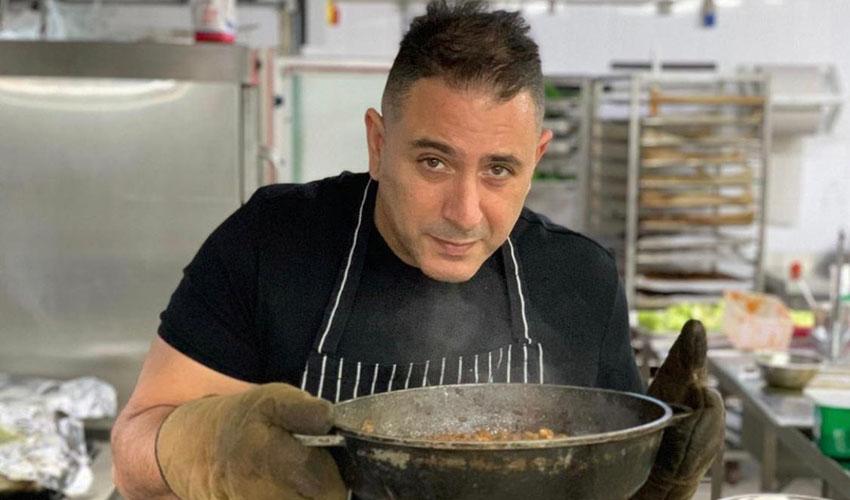 """שף אבי לוי, במסעדת """"המוציא"""" (צילום: רון ירקוני יחסי ציבור)"""