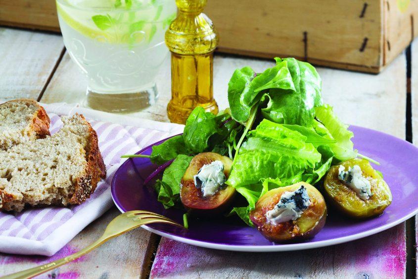 תאנים צלויות ממולאות בגבינה כחולה - מאת טלי פרידמן (צילום: אנטולי מיכאלו)