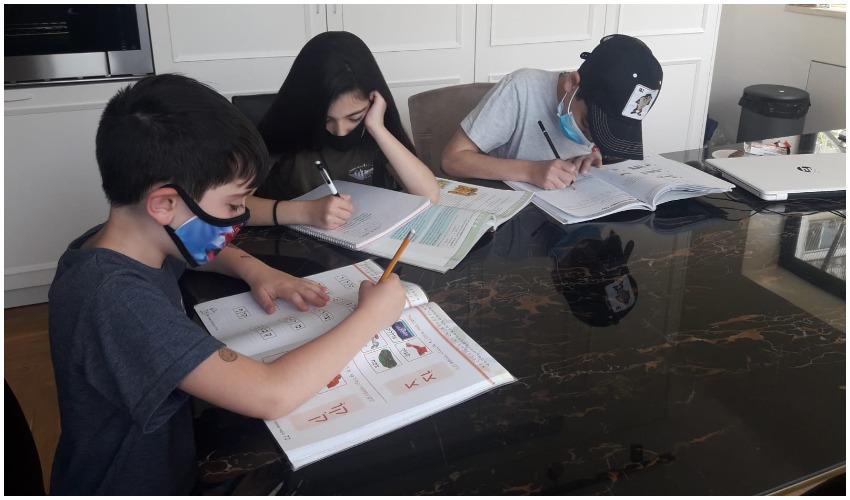 צילום אילוסטרציה של תלמידים עם מסכות - ללא קרדיט