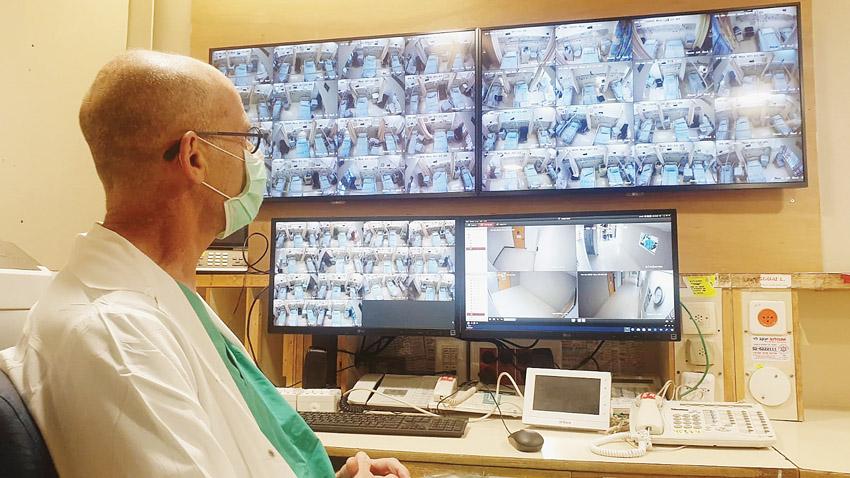 פרופ' עופר מרין בעת משבר הקורונה (צילום: דוברות שערי צדק)