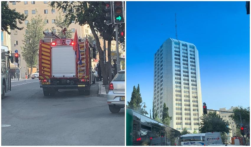 כעת - אדם מאיים לקפוץ מגובה במרכז העיר (צילום: פרטי)