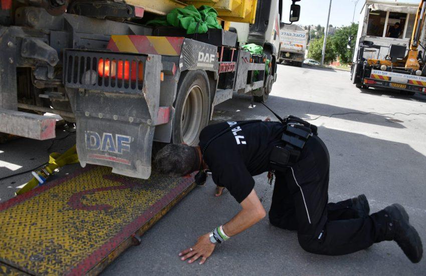 מבצע אכיפה של משטרת ירושלים כנגד רכבים כבדים (צילום: דוברות המשטרה)