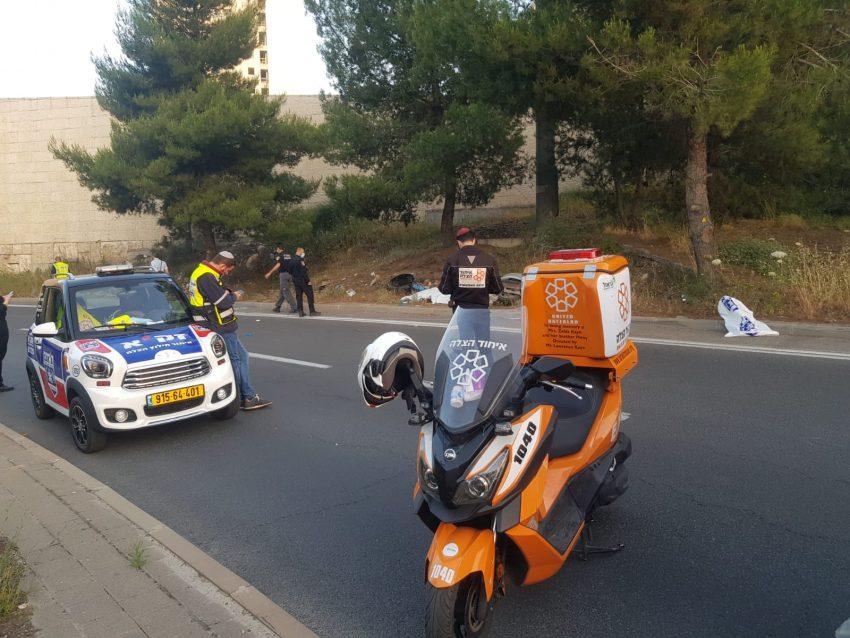 מזירת התאונה, סמוך למחלף גבעת מרדכי (צילום: דוברות איחוד הצלה)