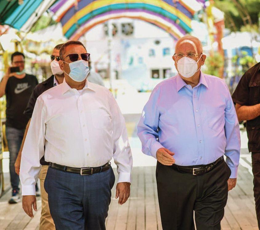נשיא המדינה ראובן ריבלין וראש העיר משה ליאון, השבוע במתחם התחנה (צילום: נעם מורנו)