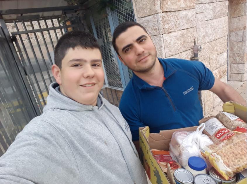 """אלעד פינטו מתנדב בעמותת סח""""י (צילום: דוברות בית החולים אלי""""ן)"""
