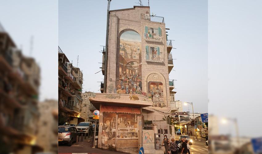 מבנה מסוכן: הבניין עם ציור הקיר הענק באגריפס מתפורר