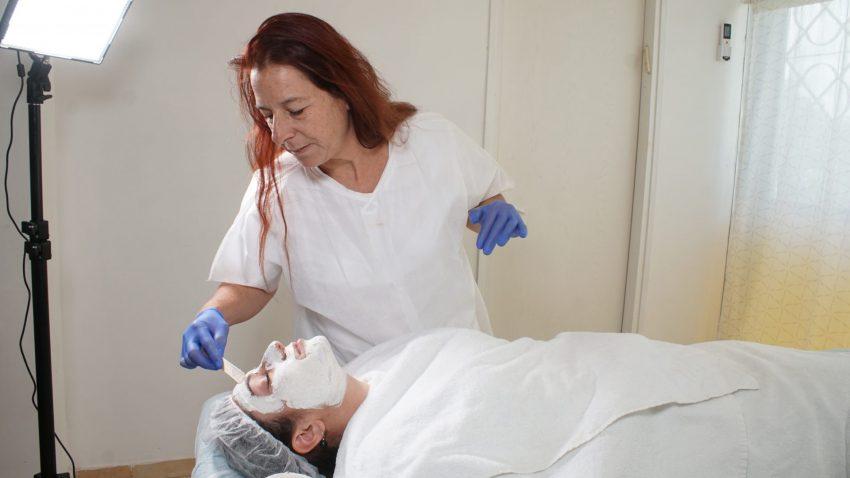 טיפול פנים - חדוות הבריאות והיופי (צילום: פנחס חותה)
