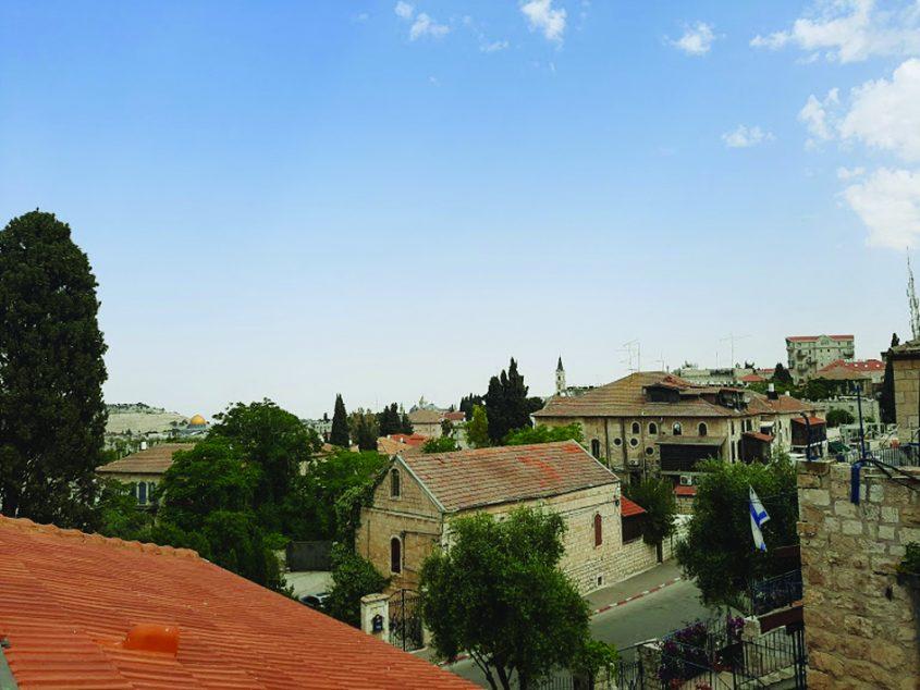 """המרכז הפיני בירושלים - הנוף ממרפסת הגג (צילום: ד""""ר אדם אקרמן)"""
