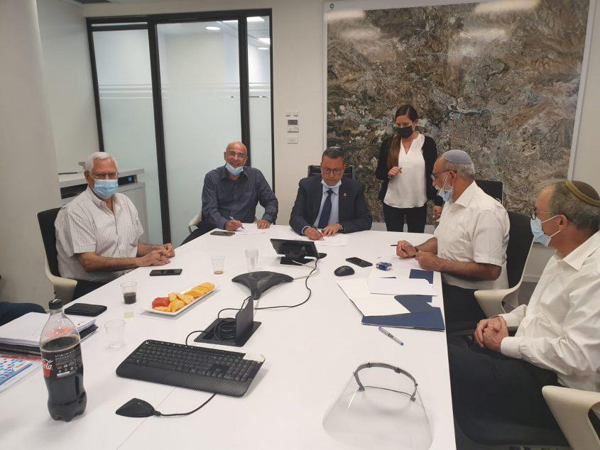 הישיבה בלשכת ראש העיר - תוכנית מעלית לכותל (צילום: דוברות עיריית ירושלים)