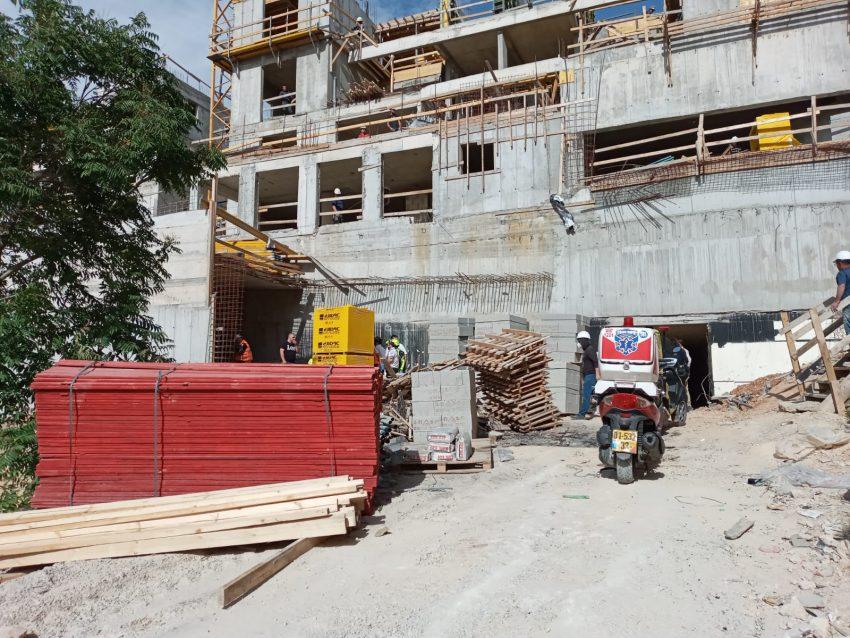 אתר הבניייה ברחוב עקיבא אזולאי בגבעת שאול (צילום: דוברות איחוד הצלה)