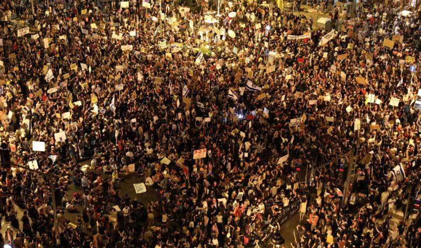 ההפגנה הגדולה בבלפור, הערב (צילום: אמיל סלמן)