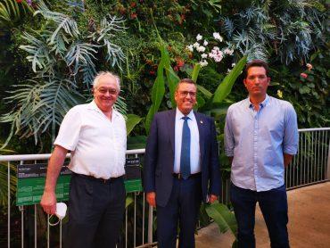 """תום עמית מנכ""""ל הגן הבוטני, ראש העיר משה ליאון ואלן ברקלי יו""""ר הגן הבוטני (צילום: טל מרום)"""