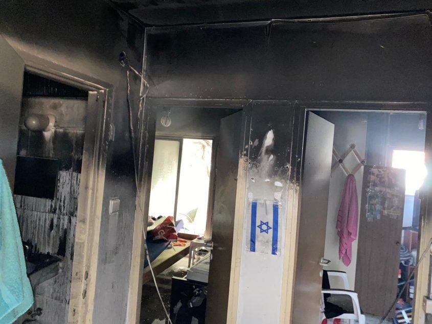 זירת השריפה בקטמונים (צילום: כבאות והצלה לישראל מחוז ירושלים)