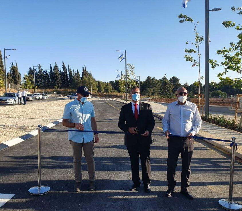 ראש העיר משה ליאון חונך את הכביש (צילום: דוברות עיריית ירושלים)