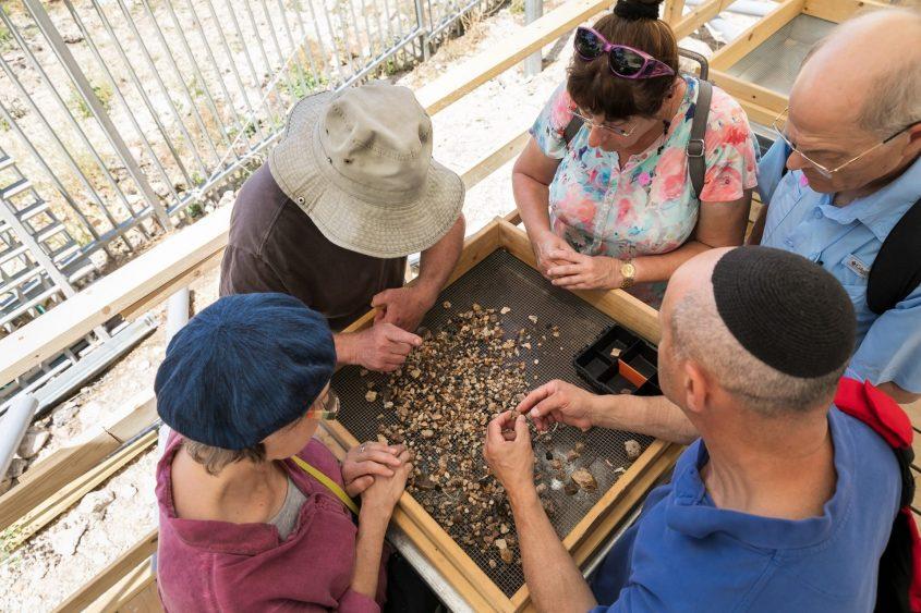סינון עפר (צילום: מצפה משואות)