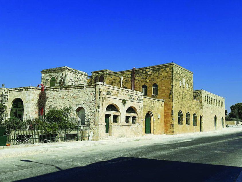 """מסדר סנט ג'ון, בניין בית החולים לשעבר על דרך חברון (צילום: ד""""ר אדם אקרמן)"""