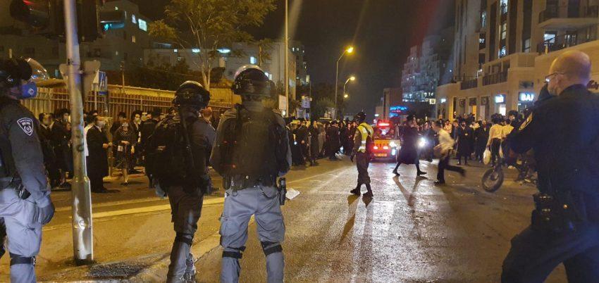 ההתפרעויות במתחם סגר הקורונה ברוממה (צילום: דוברות המשטרה)