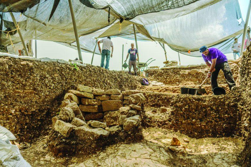 """היישוב הפרה-היסטורי -עבודות החשיפה (צילום: ד""""ר אדם אקרמן)"""