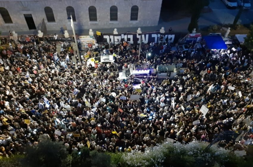 ההפגנה מול בית ראש הממשלה ברחוב בלפור (צילום: אורי ברייטמן)