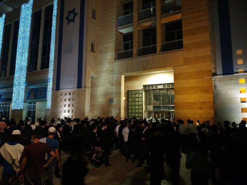 מחאת החרדים - אמש בכיכר ספרא (צילום: דוד פרלמוטר - מחאות החרדים)