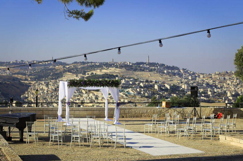חופה בטיילת ארמון הנציב (צילום: דוברות עיריית ירושלים)