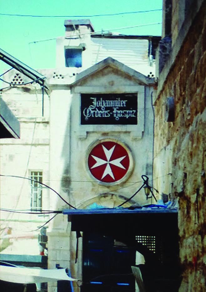 """מסדר סנט ג'ון, הצלב המלטזי מעל לאחת המרפאות בעיר העתיקה (צילום: ד""""ר אדם אקרמן)"""