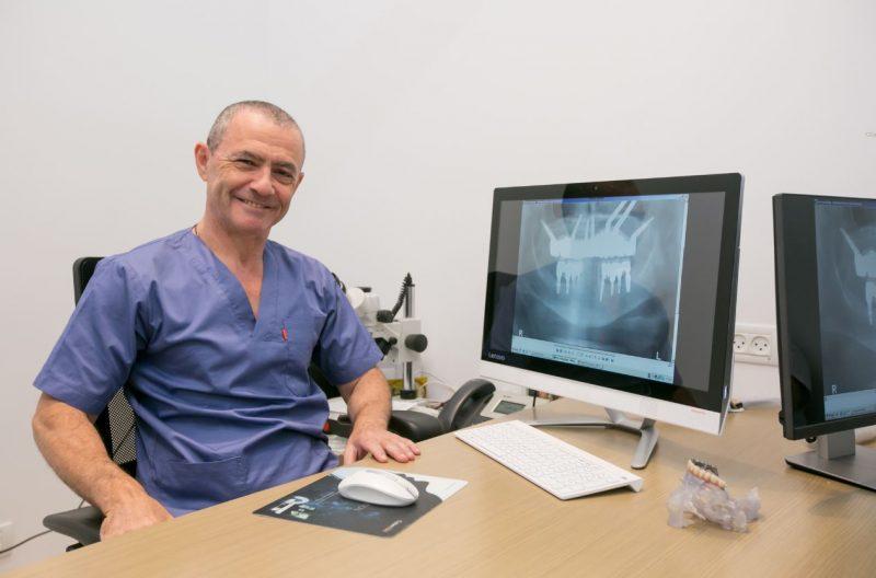 """עלויות השתלת שיניים: מדוע יש הבדל בין הקופה לרופא פרטי? בתמונה ד""""ר בלן. צילום: תוכן שיווקי בשיתוף עם מרפאת ד""""ר בלן"""