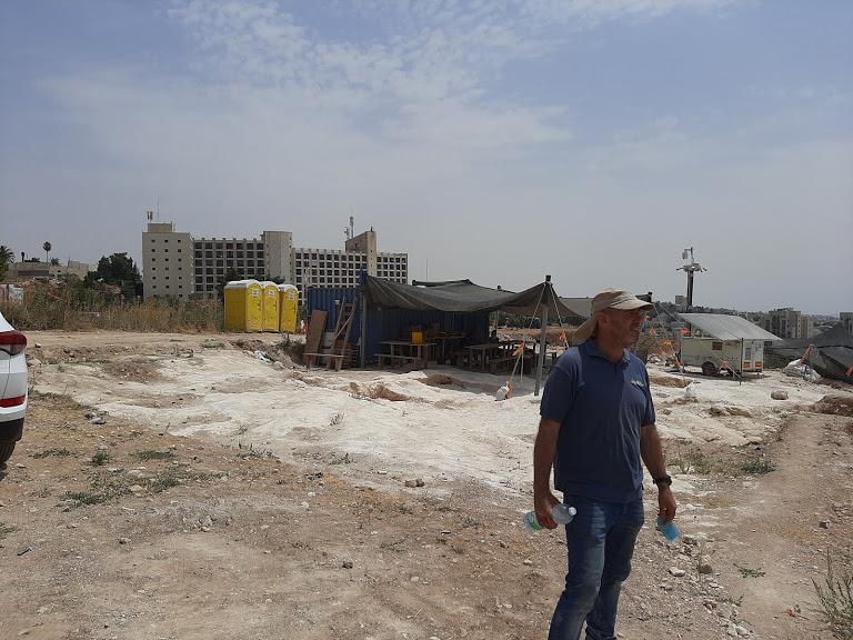 """הארכיאולוג נריה ספיר - האחראי על החפירה (צילום: ד""""ר אדם אקרמן)"""