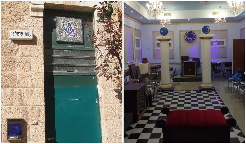 """דלת הכניסה ללשכת בית הבונים החופשיים בירושלים, עמודי יכין ובועז באולם הלשכה (צילומים: ד""""ר אדם אקרמן)"""