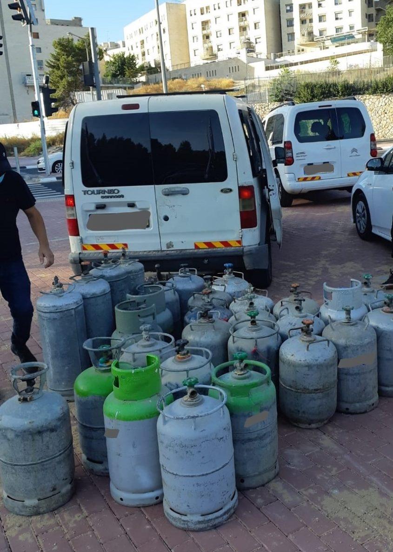 בלוני הגז שנתפסו בשכונת רמות (צילום: משרד האנרגיה)